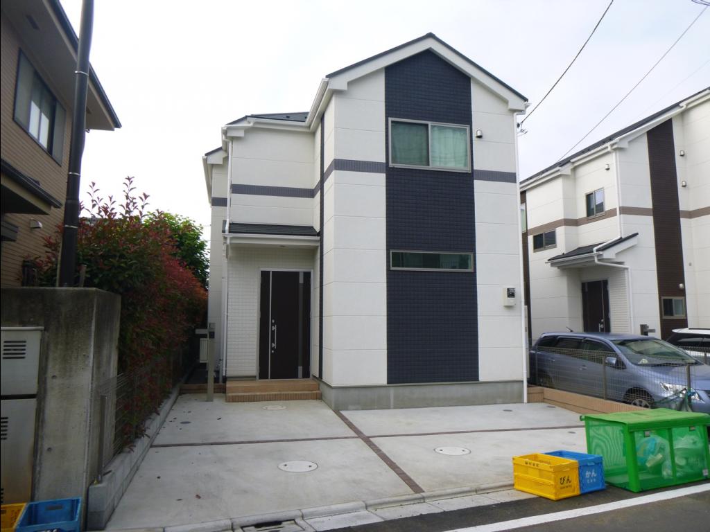 車2台分の駐車スペースが売りのごく普通の建売住宅